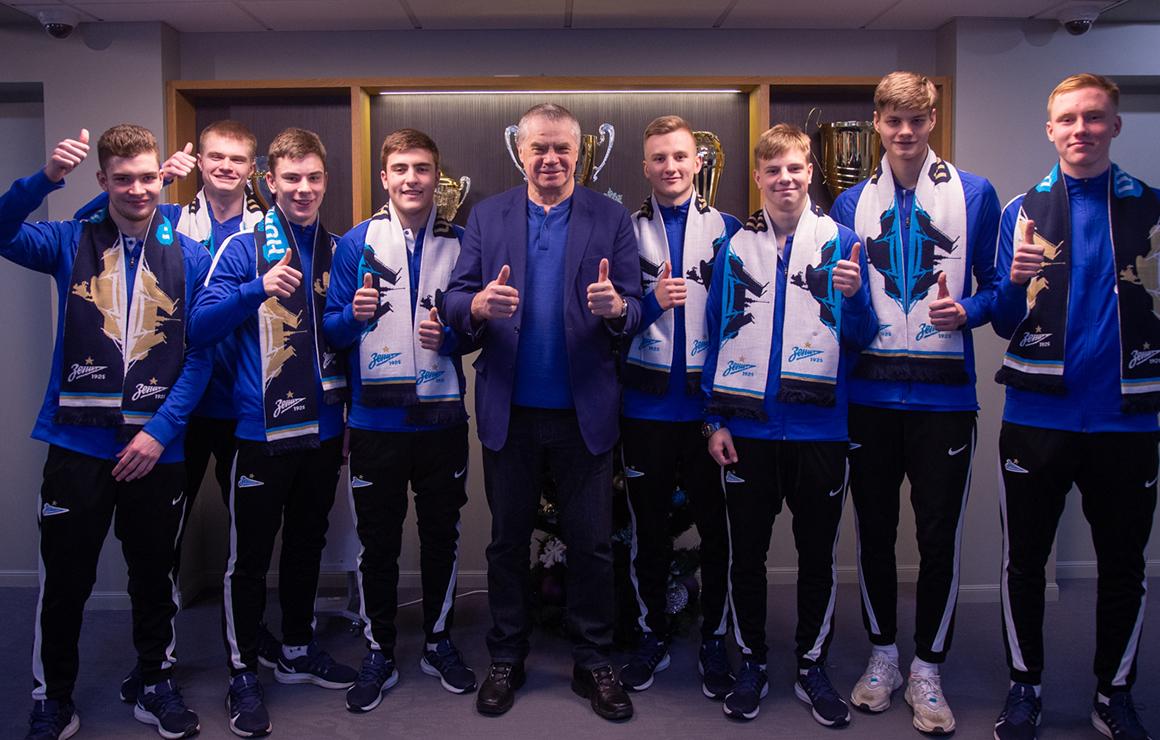 Восемь футболистов «Зенита» U-18 подписали первый контракт