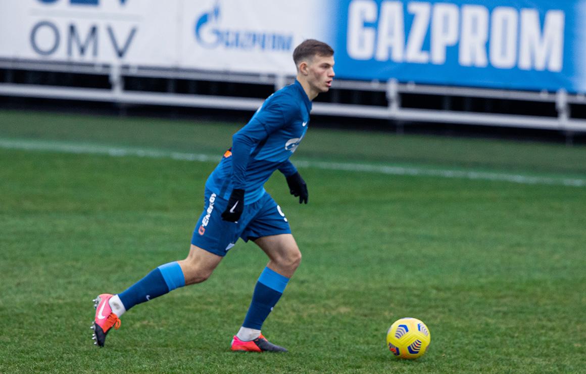 Результативный защитник, трудолюбивый вратарь и нападающий в маске: кто такие Хотулев, Бязров и Щетинин