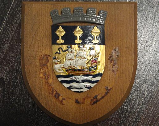 на гербе украинского города молоток